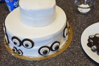 cake-with-eyes